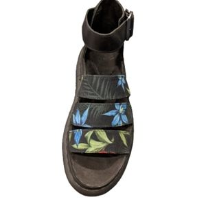 🔥 Host Pick NWT doc Martin Clarissa floral sandal